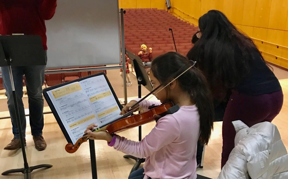 Franklin High students volunteer to mentor beginner violinists