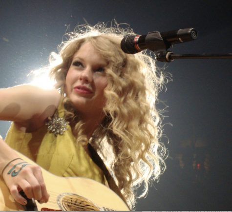 Photo via Taylor Swift Fearless Tour Wikimedia Commons